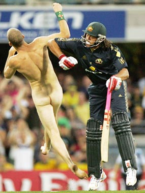 Streaker Andrew Symmonds Knockout